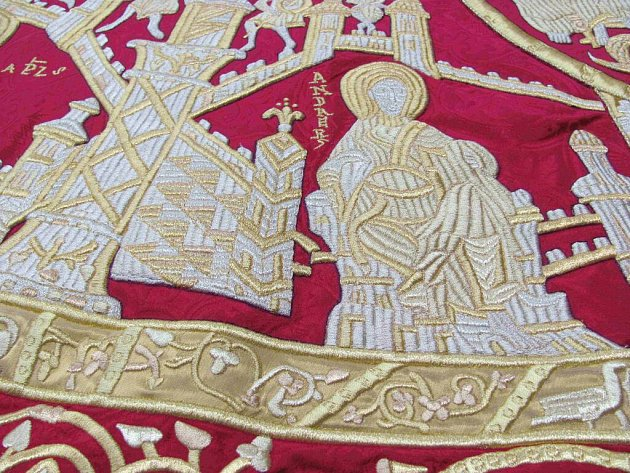 Replika svatoštěpánského korunovačního ornátu vytvořená firmou Velebný & Fam.