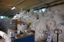 SNÍMKY z kontroly ze strany ČIŽP v chrastecké provozovně výrobce bublinkové fólie, firmy Jasobal.