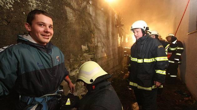 Cvičení černovírských hasičů.