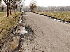Zničená silnice v okolí Semanína.