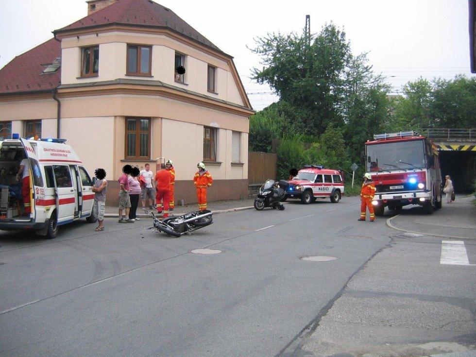Nehoda auta a motorky v České Třebové.