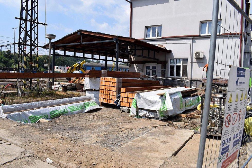 Už čtyři měsíce se na letohradském nádraží pilně pracuje.