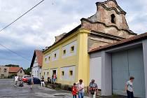 Barokní sýpka z 18. století v Českých Heřmanicích nabízí velkorysé prostory. Má se stát i počátkem naučných stezek po okolí.