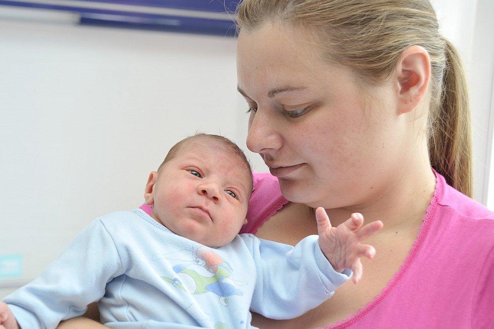 Jakub Petr přišel na svět 6. 6. v 3.50 hodin. Vážil 3,4 kg a s rodiči Veronikou a Michalem bude doma v České Třebové.