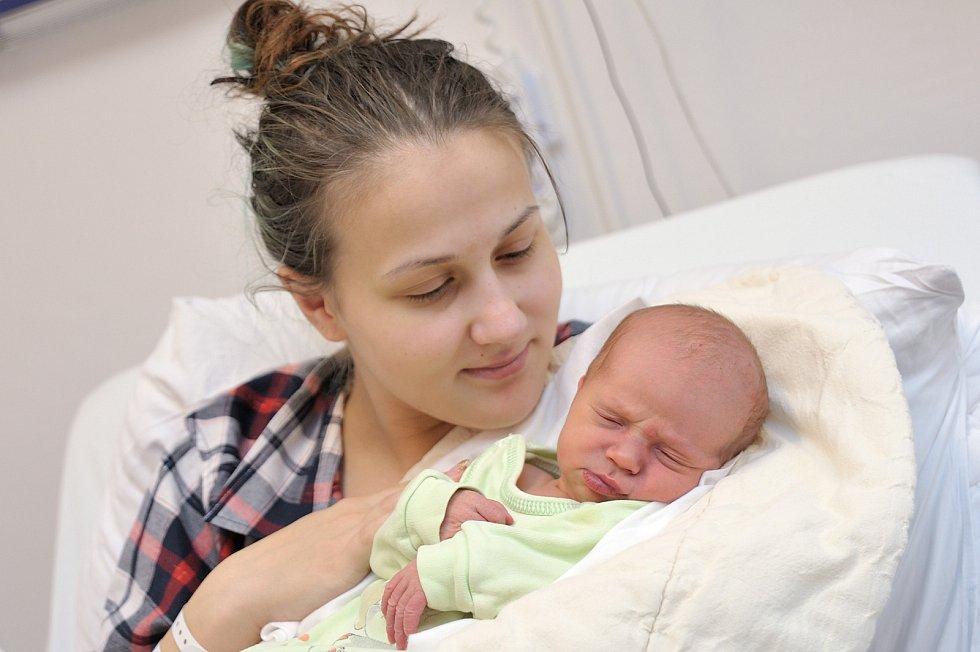 Matěj Rákosník je první radostí pro Zuzanu a Martina z České Třebové. Když se 26. 12. v 21.48 hodin narodil, vážil 3,560 kg.