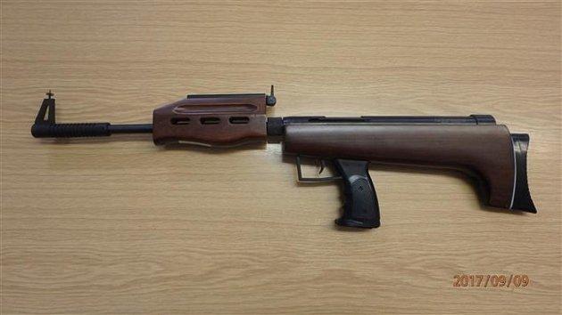 Zbraň zajištěná českotřebovskými strážníky.