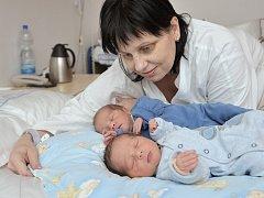 Tadeáš a Šimon Sedláčkovi se 17. března narodila Petře Švecové a Adamu Sedláčkovi z Letohradu. Tadeáš se narodil v 10.42 s hmotností 2,58 a Šimon se narodil  v 10.48 s hmotností 2,66 kg. Radost ze sourozenců mají i bratři Filip a Ondra.