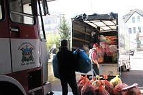 Ze sbírky pro matky s dětmi v nouzi, kterou uspořádali dobrovolní hasiči Ústí nad Orlicí I.