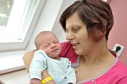 Jakub Maixner se narodil 6. 6. v 17.55 hodin. Vážil 4,340 kg a s rodiči Veronikou a Ladislavem a sestřičkou Karolínkou bude doma v Letohradě.