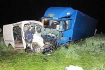 Tragická nehoda se stala mezi Českou Třebovou a obcí Třebovice. Dva lidé byli na místě mrtví, další tři se vážně zranili.