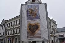 Základní umělecká škola v Chocni přesunula výsledky svých výtvarných aktivit do veřejného prostoru.