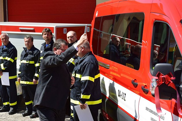Dopravní auto spřívěsem dobrovolných hasičů zLibchav.