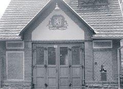 Historický snímek hasičárny ve Sloupnici.