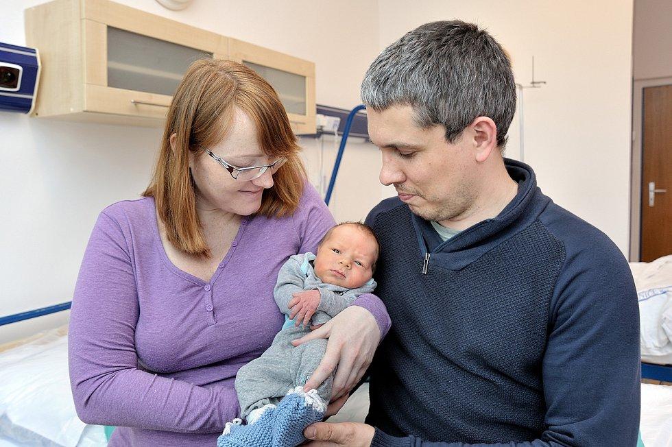 Tomáš Vacek je první radostí pro Moniku a Tomáše z Ústí nad Orlicí. Narodil se 5. 5. v 23.56 hodin a vážil 3270 g.
