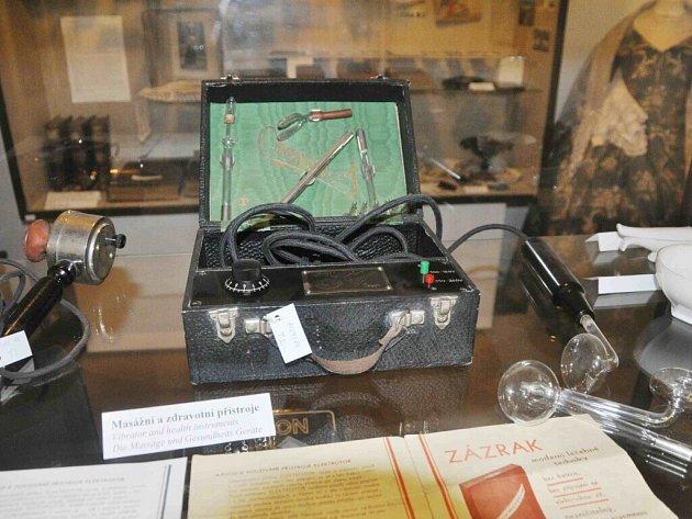 Masážní přístroj v letohradském muzeu.