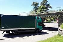 Před viaduktem v Letohradu se couvá každou chvíli. Momentka z úterý 7. června.
