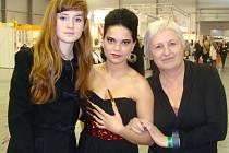 V soutěži v nail-artu vítězka z Kalibr Cupu 2012 Sofiya Berishvili ze SOŠ a SOU Lanškroun soutěžila mezi profesionálními kosmetičkami a obsadila pěkné šesté místo.