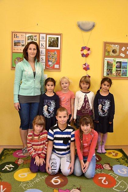 Žáci ze Základní školy Orlické Podhůří spaní učitelkou Lucií Vašutovou.