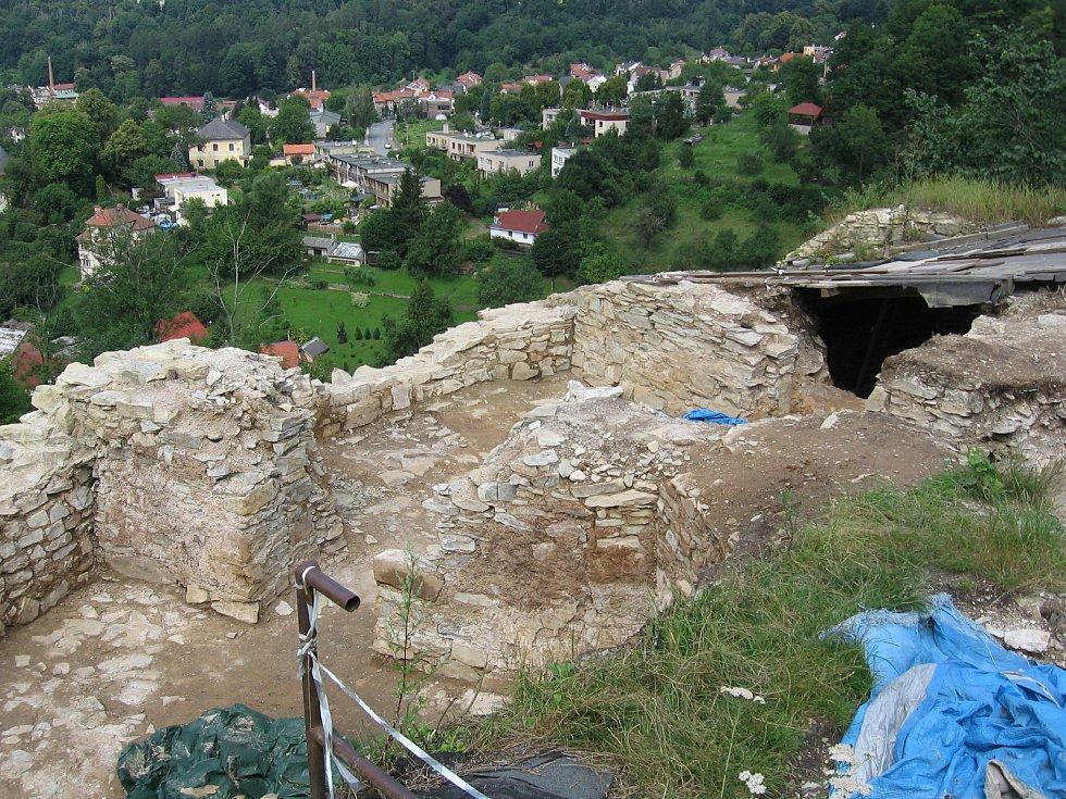 Opravy zříceniny hradu v Brandýse nad Orlicí pokračují