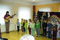 Děti a žáci z logopedické třídy a přípravných tříd ve středu vystoupili v Domově pro seniory v Lanškrouně.