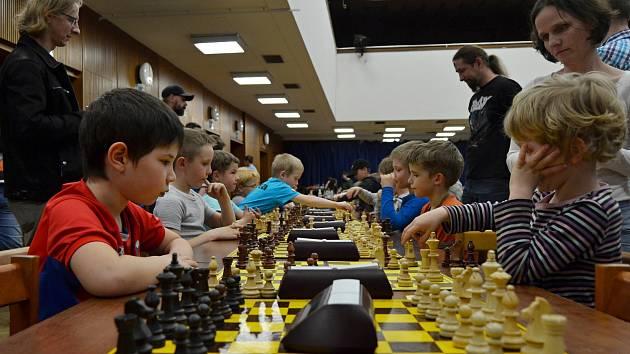 Na 64 polích bojovali mladí šachisté.