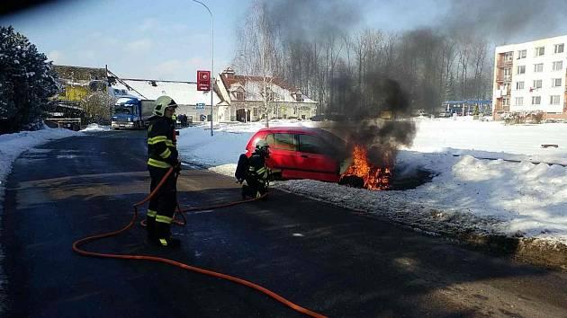 V Žamberku se vznítilo vozidlo.