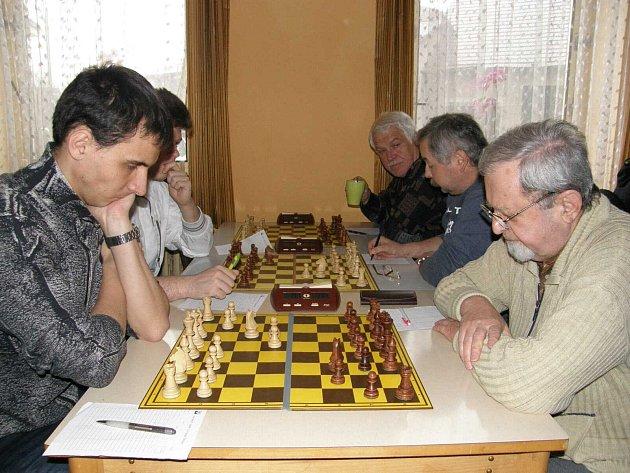 Dva duely souběžně sehráli ústečtí šachisté. Mužstvo C hostilo Svitavy, Ústí D pak Lanškroun B.
