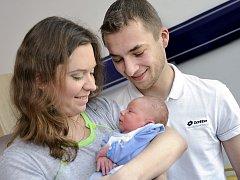 Aleš Novák je první radostí pro manžele Hanu a Aleše z Ústí nad Orlicí. Na svět si 29. dubna v 10.52 přinesl 3,42 kg.