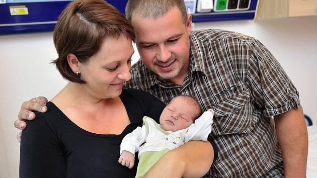 Adéla Kafková bude doma v Českých Libchavách s rodiči Marií a Jaroslavem a bratrem Jarouškem. Po porodu 30. srpna v 6.28 vážila 2,8 kg.