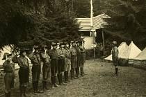 První fotografie je z tábora skautů z České Třebové ve Skuhrově nad Bělou v roce 1927.