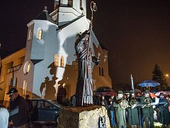 Z instalace a odhalení sochy sv. Prokopa v Dlouhé Třebové.