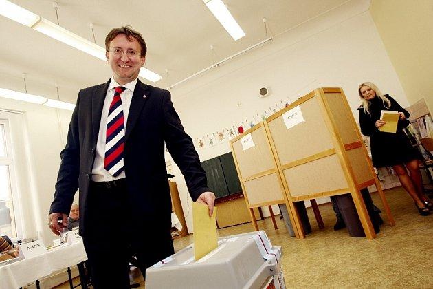 ÚSMĚV před volební porážkou. I když pro Ivo Tomana místo na ministerstvu dopravy není, bude brzy vytvořeno.