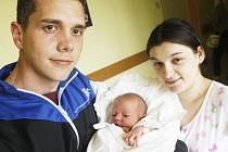 Adam Vosáhlo se narodil 24. června v 0:27 hodin. Měřil 53 centimetrů, vážil 3620 gramů a maminku Anetu u porodu podporoval tatínek Ondřej. Rodina je z Pardubic a redakce Pardubického deníku gratuluje naší kolegyni Martince k vnoučkovi.