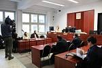 Okresní soud v Pardubicích se znovu zabývá kauzou Adama Vyčítala, který po operaci mandlí v Pardubické nemocnici skončil v kómatu. Dnes hlavní líčení pokračuje.
