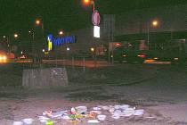Takhle to vypadá, když bezdomovci povečeří. S úklidem ať si láme hlavu kdo chce