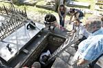 Otevření hrobky Jana Pernera na pardubickém hřbitově