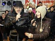 Česko zpívá koledy v Pardubicích na Pernštnýnském náměstí