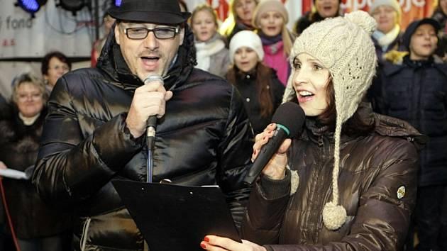 Česko zpívá koledy 2013 v Pardubicích s Marianem Vojtkem a Petrou Beránkovou