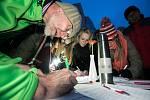 Podepisování petice NE Ondráčkovi v Pardubicích.