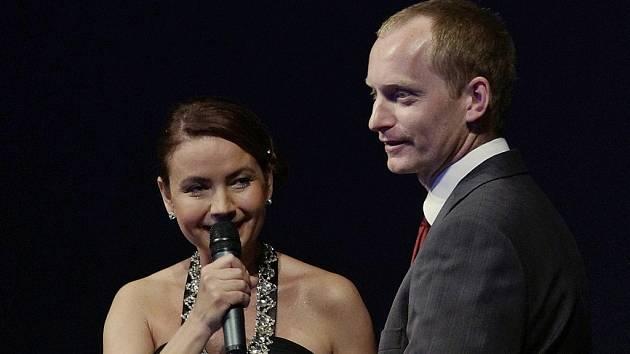 Jiří Macků s Jolanou Voldánovou, která moderovala večer v divadle, při kterém byla rozdána ocenění kraje.