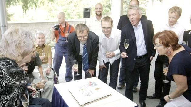 Česká abilimpijská asociace ve středu oslavila první narozeniny svého nového sídla v pardubické Sladkovského ulici - Integrační centrum sociálních aktivit známé veřejnosti jako Kosatec včera přivítalo celou řadu vzácných hostů.
