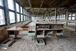 Demoliční práce v protorách bývalé Tesly - Kyjevská, kde se kdysi vyráběly kromě jiného televizory a oblíbené radiomagnetofony.