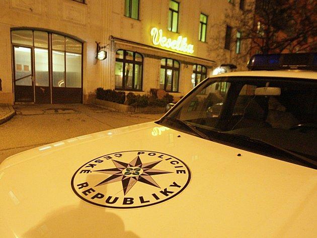 Policisté u Veselky, kde se muži z Polska poprali na nože.