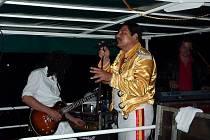 Queen revival Princess zahráli na lodi Arnošt