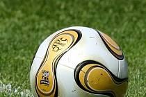 Fotbal je oblíbená hra.