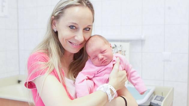 KLAUDIE KOVÁČOVÁ se narodila 6. listopadu ve 22 hodin a 19 minut. Měřila 48 centimetrů a vážila 3040 gramů. Maminku Kláru podpořil u porodu tatínek Andrej. Doma v Neradě na nového sourozence čeká čtyřapůlletá Viktorka.