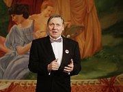 Michal Isteník v roli Čičikova kraloval v Mrtvých duších Městského divadla Brno.