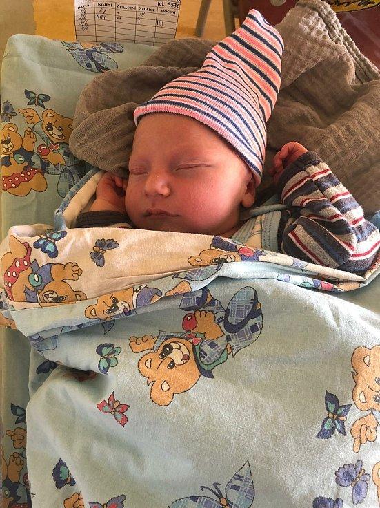 Štěpán Rojkovič se narodil 1. 6. 2021 v 15:32 hodin. Vážil 3870 g a měřil 50 cm. Maminka Michaela Bromová a tatínek Jiří Rojkovič jsou z  Pardubic.