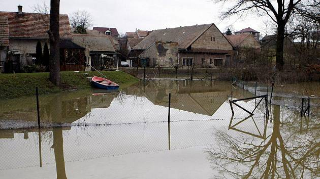 Jarní povodeň v Úhřetické Lhotě v březnu 2009
