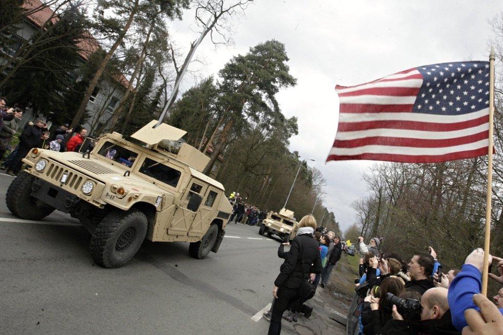Příjezd Dragoon Ride do Pardubic na základnu 14. pluku logistické podpory